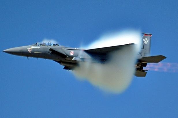 Ses hızını aşan uçak Sonic  patlama