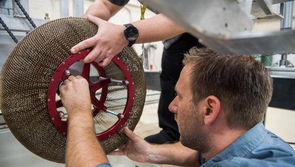 NASA Mars 'ta bulunan uzay aracının  tekerini yeniliyor